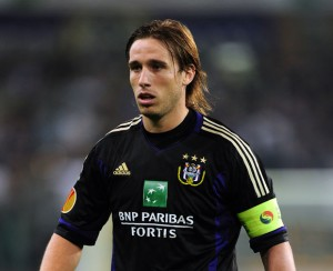Jupiler Pro League giants R.S.C. Anderlecht have revealed that Lucas Biglia and Dieumerci Mbokani will be allowed to leave the club in the summer.