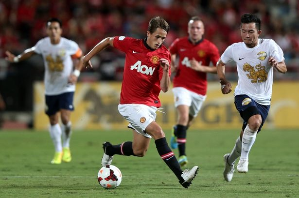 Manchester United starlet Adnan Januzaj has revealed he wants to put pen to paper on a new deal with the English Premier League champions.