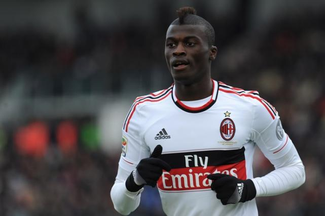 AC Milan forward M'Baye Niang has rejected an offer from Genoa in favour of staying at the San Siro this season.
