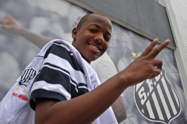 Santos F.C. teenage starlet Victor Andrade is reportedly attracting interest from a host of top Premier League clubs.