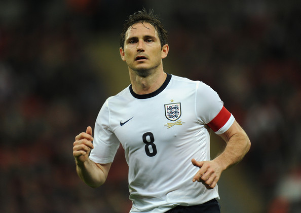 Chelsea midfielder Frank Lampard has revealed he will decide his future following next year's World Cup in Brazil.