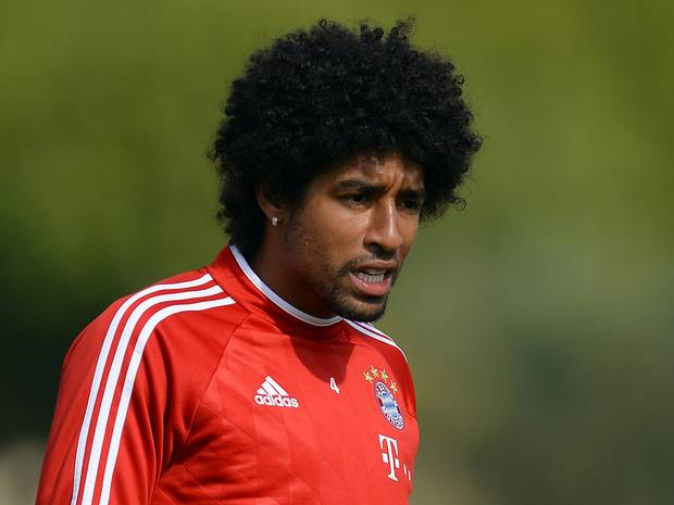 Brazil international centre-back Dante has signed a one-year contract extension with treble winners FC Bayern Munich.
