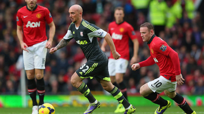 Stoke City F.C. manager Mark Hughes has revealed he would like midfielder Stephen Ireland to ink a long-term deal at the Britannia Stadium.
