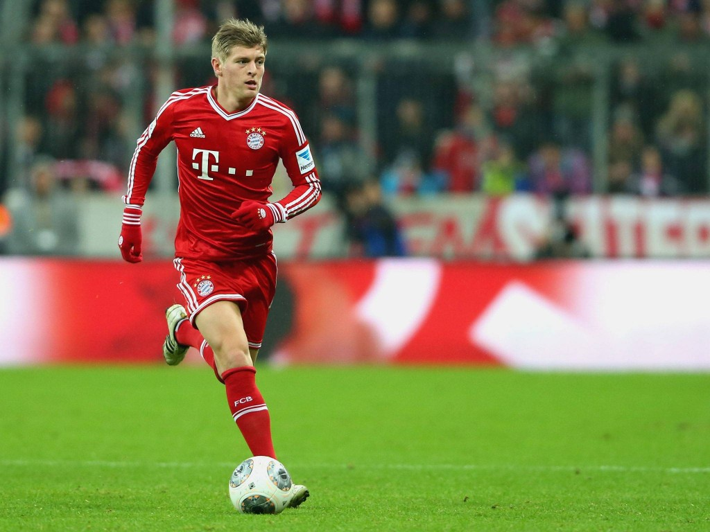 The brother of Toni Kroos has revealed the two have spoken about the possibility of the Bayern Munich midfielder joining Manchester United.