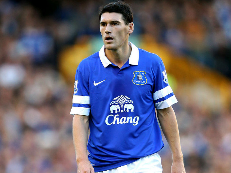 Everton F.C. have confirmed the signing of midfielder Gareth Barry, who joins the club on a free transfer from Manchester City.