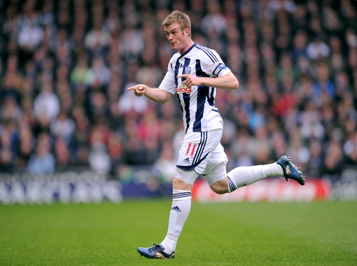 West Bromwich Albion F.C. captain Chris Brunt has put pen to paper on a new three-year deal with the club ahead of the 2014-15 English Premier League season.