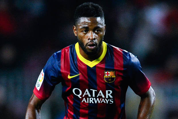 West Ham have signed Cameroon midfielder Alex Song on a season-long loan deal from Spanish giants Barcelona