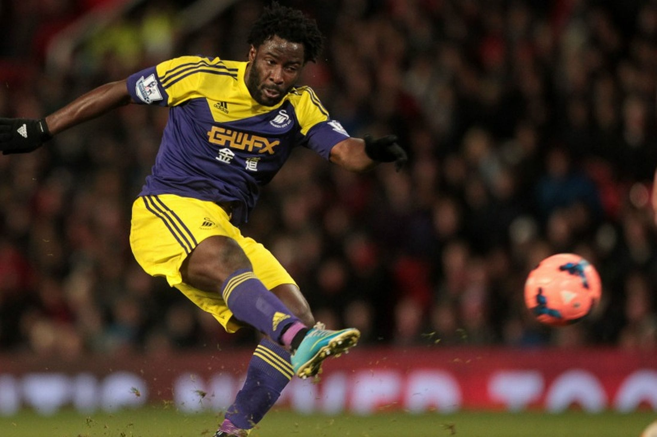 Côte d'Ivoire international striker Wilfried Bony has signed a one-year contract extension at the Liberty Stadium.