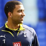 Tottenham winger Aaron Lennon completed a surprise loan move to Everton on loan