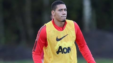 Manchester United centre-back Chris Smalling has signed a new contract which keeps him at Old Trafford until at least the summer of 2019.