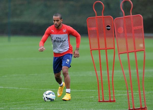 Arsenal F.C. manager Arsene Wenger is confident the club can agree a deal to keep Theo Walcott in North London.