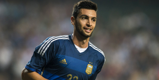 Paris Saint-Germain midfielder Javier Pastore has put pen to paper on a new deal which will keep him at the Parc des Princes until the summer of 2019.