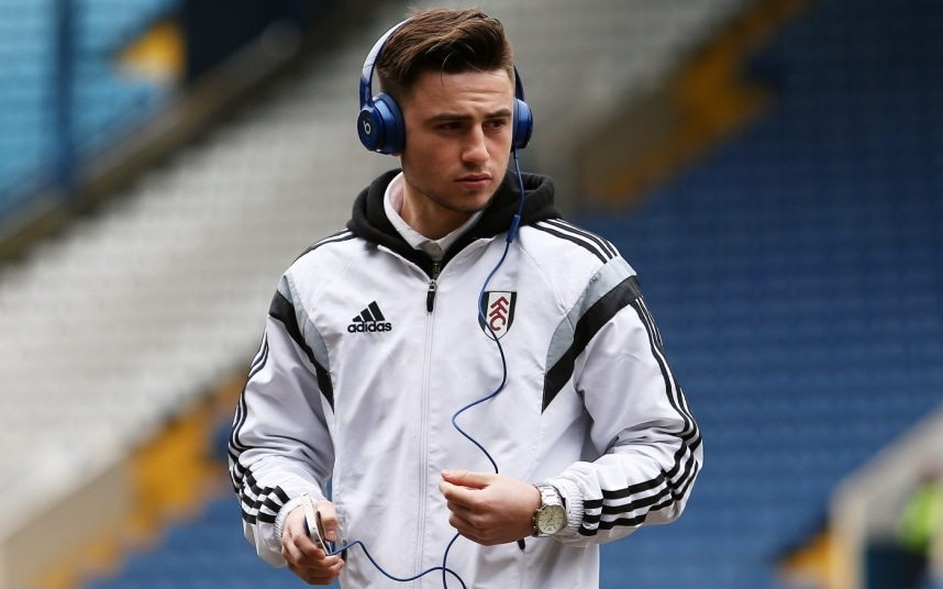 Fulham F.C. manager Kit Symons has revealed midfielder Patrick Roberts is currently in talks with English Premier League giants Manchester City over a potential move to the Etihad Stadium.