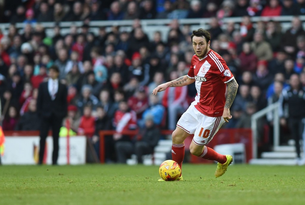 AFC Bournemouth have announced the signing of midfielder Lee Tomlin from Middlesbrough for an undisclosed fee.