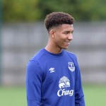 Everton F.C. have completed the signing of teenage defender Mason Holgate from League One side Barnsley for an undisclosed fee.