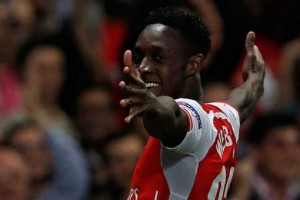 Danny Welbeck made a goalscoring return to action on Sunday afternoon as Arsenal beat leaders Leicester City