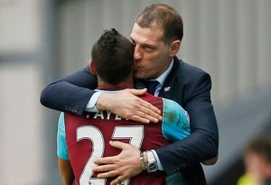A kiss for good luck / Image via irishmirror.ie