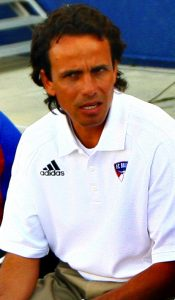 FC Dallas coach Oscar Pareja (Wikipedia / Jason Gulledge)