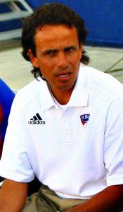 FC Dallas coach Oscar Pareja (Wikipedia / Jason Gulledge)