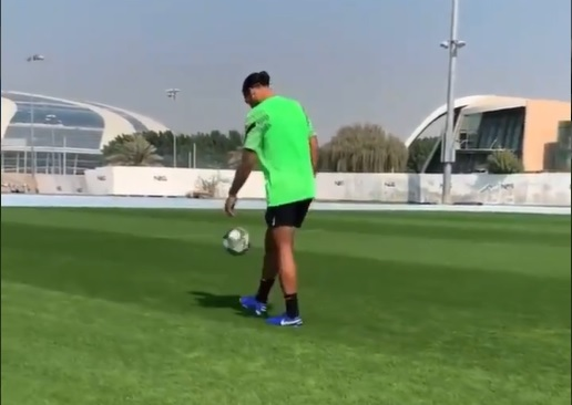 Liverpool defender Virgil van Dijk stepping up recovery from cruciate ligament rupture in Dubai (Video)
